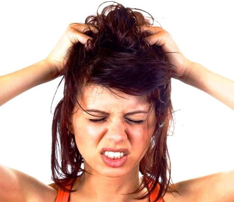 Как избавиться от перхоти на голове быстро, просто и навсегда?