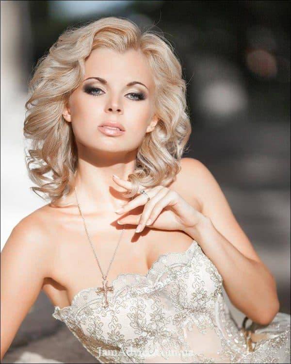gollivudskie_lokony_na_srednie_volosy_2-600x750 Красивые прически с локонами на длинные волосы: пошаговые фото, простые варианты укладки