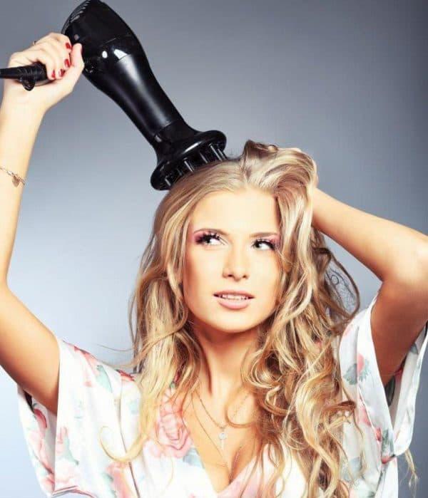 ukladka_fenom_2-600x699 Красивые прически с локонами на длинные волосы: пошаговые фото, простые варианты укладки