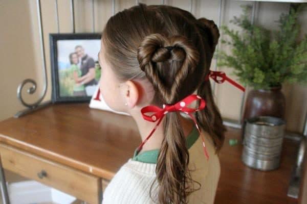 укладка волос для девочки сердечко