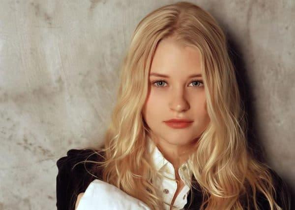 pesochny blond