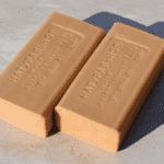 Как бороться с перхотью при помощи хозяйственного мыла